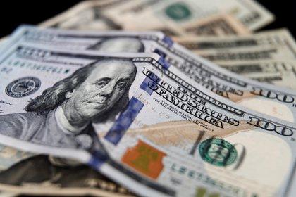 Más impuestos sobre el dólar